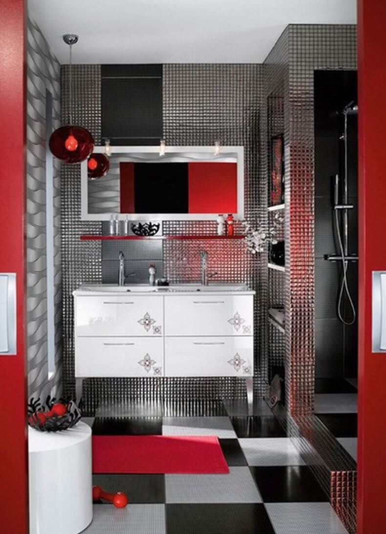 Tolles rotes Badezimmer